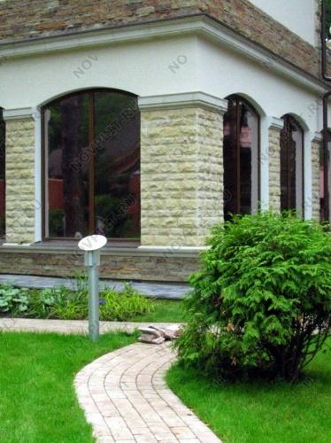 Отделка фасадов здания и мощение дорожек с использованием натурального камня