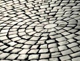 Брусчатка: прочность и благородство натуральных камней